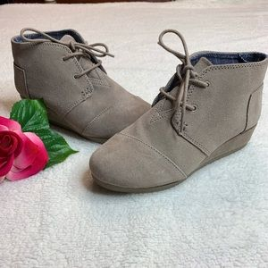 Toms Youth Girls size 2 Beige / Cream Bootie Boots